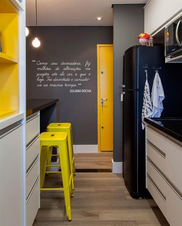 cozinha cinza com amarelo